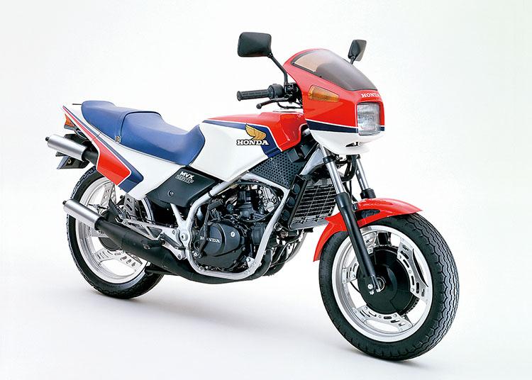 MVX250F ガルホワイト×モンツァレッド