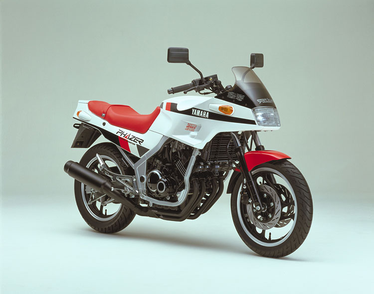 FZ250PHAZER(1HX) シルキーホワイト×レッド