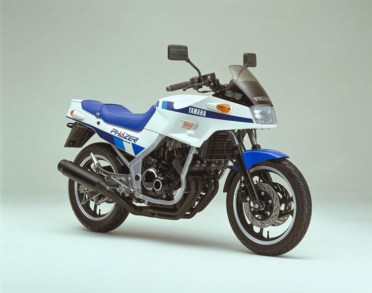 FZ250PHAZER(1HX) シルキーホワイト×ブルー