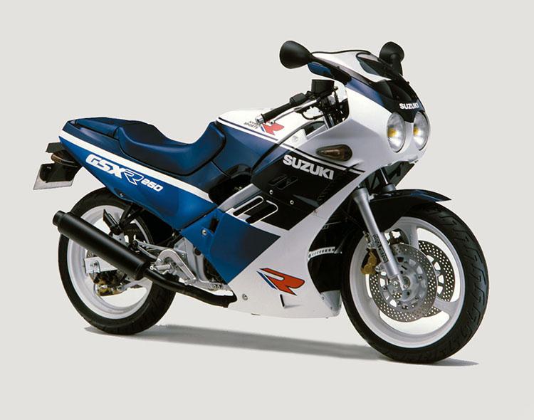 GSX-R250(GJ72A) ブルーホワイトツートン(3月下旬追加)