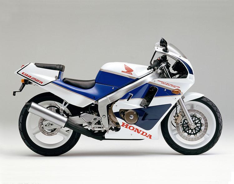 CBR250R(MC17) パールクリスタルホワイト×テラブルー×セーシェルナイトブルー