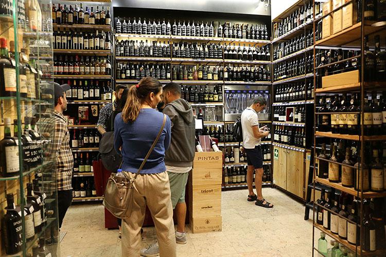 ワインの専門店