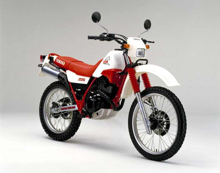 1986年1月 セロー225(1KH)ホワイト×ファイヤーレッド