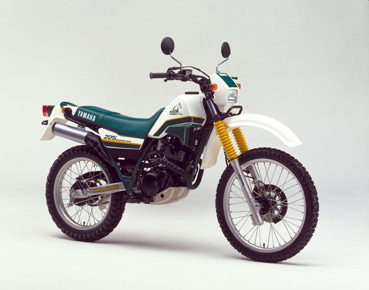 1986年12月5日 セロー225(2LN)ホワイト×フォレストグリーン