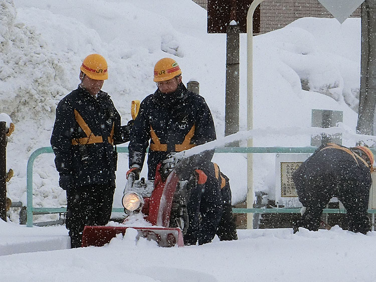 深い地域で活躍するホンダの除雪機
