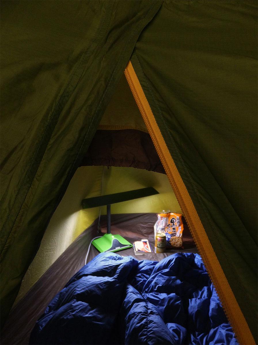 テントの中食