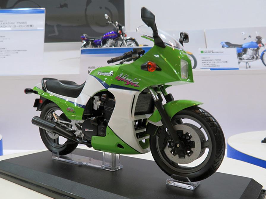 KAWASAKI GPz900R ライムグリーン