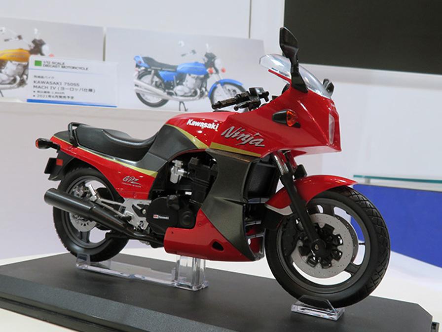 KAWASAKI GPz900R 赤/灰