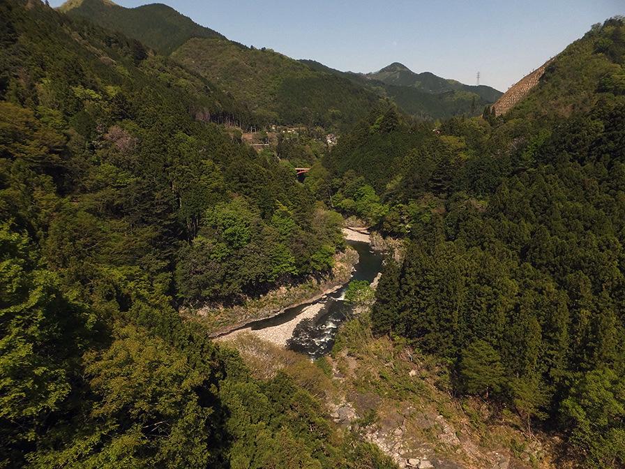 多摩川を見下ろし